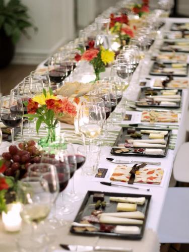 Table Arrangement 3