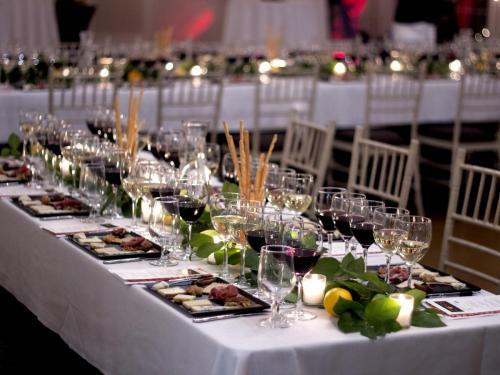 Table Arrangement 5