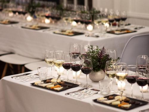 Table Arrangement 7